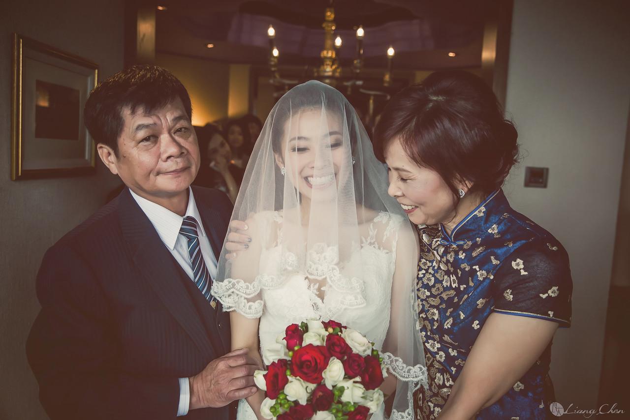 自主婚紗,獨立婚紗,自助婚紗,海外婚禮, 海外婚紗,婚紗攝影,婚攝,台北攝影師,台灣攝影師,婚紗攝影師,婚紗攝影工作室,良大LiangChen,婚禮攝影, 婚禮紀錄,婚禮,婚紗,攝影,白紗,禮服, 婚禮攝影,婚禮拍照,拍婚紗,拍婚禮,結婚迎娶,訂婚儀式,人像婚紗, 個性時尚婚紗, Howbon Floral Design 好棒花藝,Alisha&Lace 愛儷紗&蕾絲手工婚紗,君品酒店